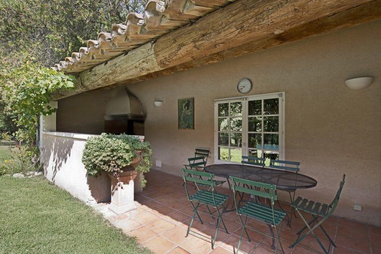 dejeuner a l mebre sur la terrasse saint remy de provence