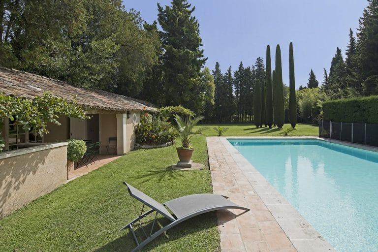 grande propriete avec sa piscine saint remy de provence