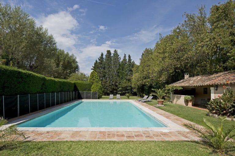 grande prorpiete avec piscine saint remy de provence