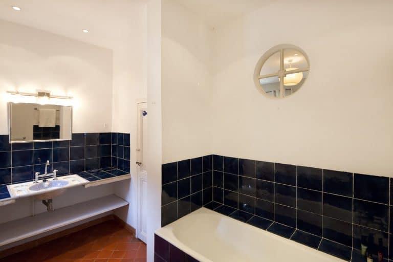 salle de bain avec baignoire saint remy de provence