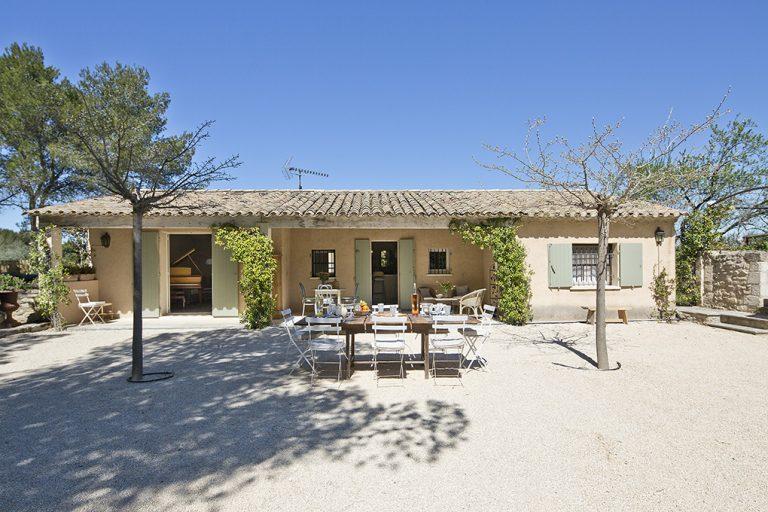 Une terrasse ombragée pour vos repas à saint Rémy de Provence