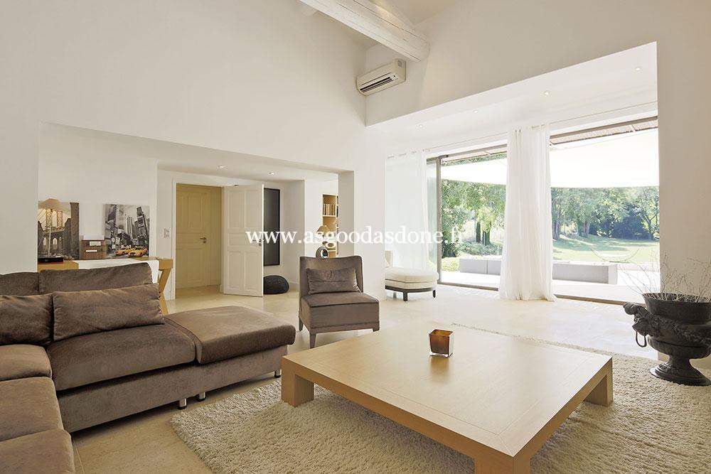 mas saint remy de provence grand salon ouvert sur le. Black Bedroom Furniture Sets. Home Design Ideas