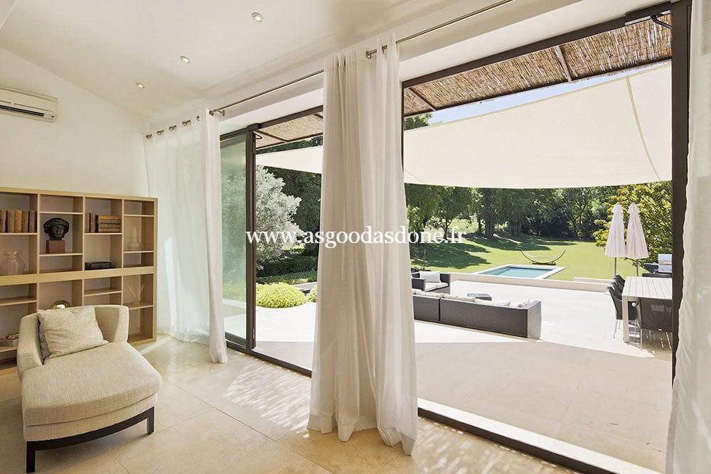 mas saint remy de provence salon ouvert sur le jardin. Black Bedroom Furniture Sets. Home Design Ideas