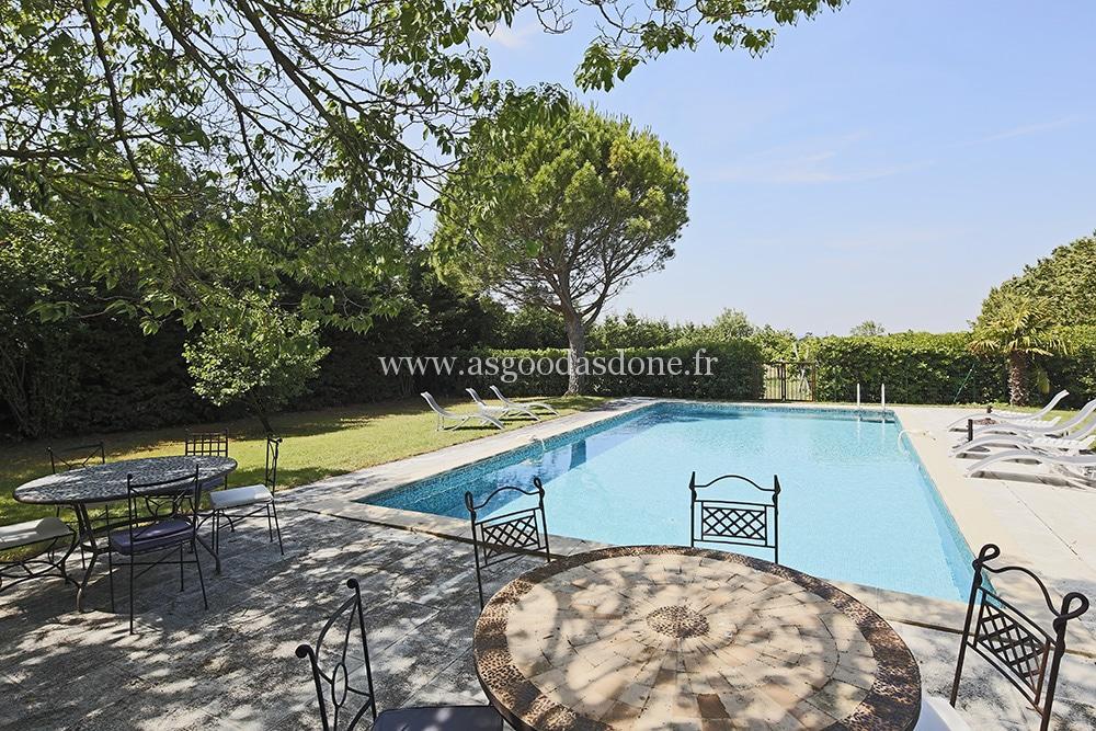 Cabrieres d 39 avignon location propri t de charme avec piscine for Salon piscine avignon 2017